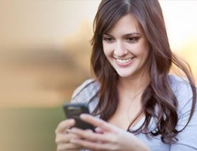 Woman receiving an I love you text message
