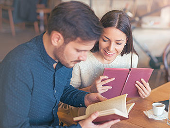 couple in cafe reading books